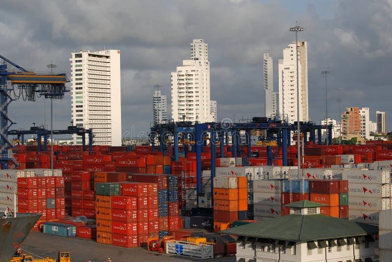A vista do porto ocupado do ` s de Cartagena e os arranha-céus suportam dentro imagens de stock royalty free