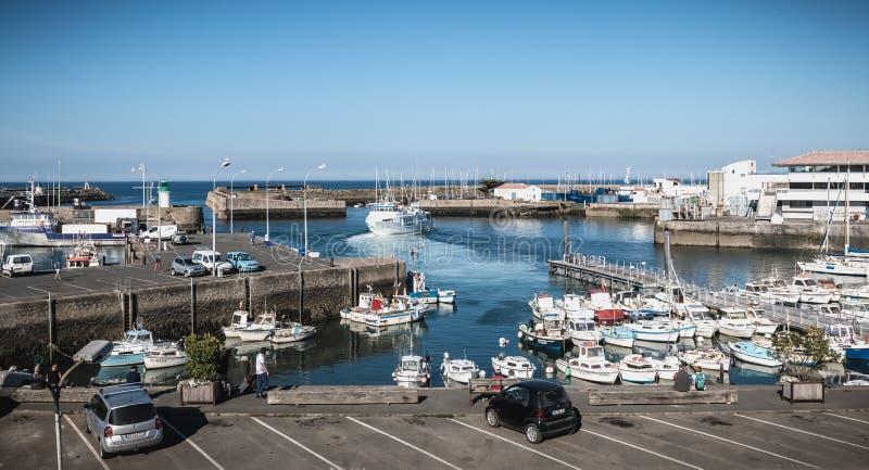 Vista do porto pequeno onde barcos de pesca da manobra em Joinville portuário fotografia de stock royalty free