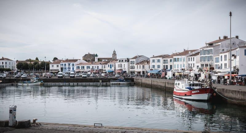 Vista do porto pequeno onde barcos de pesca da manobra em Joinville portuário imagens de stock