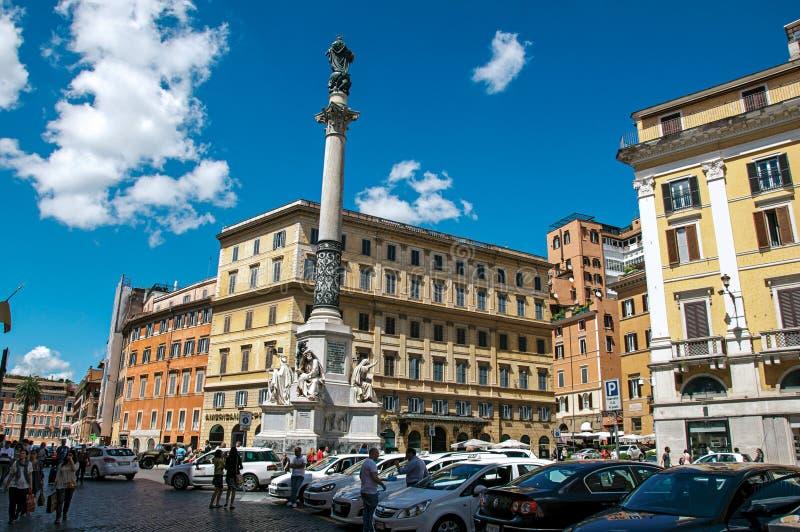 Vista do quadrado, da construção e da coluna da concepção imaculada em Roma fotos de stock royalty free