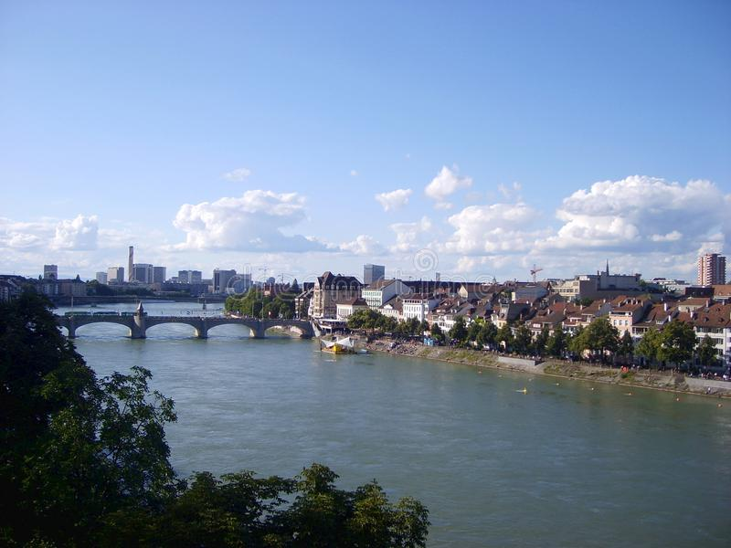 Vista do Reno do rio na cidade de Basileia foto de stock royalty free