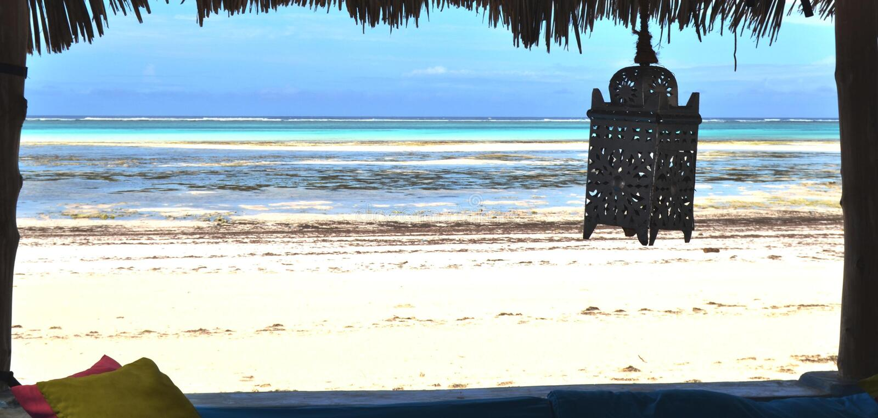 A vista do restaurante no oceano imagens de stock royalty free
