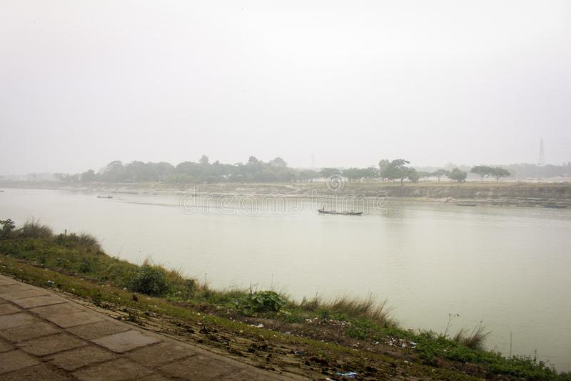 Vista do rio Brahmaputra em Mymensingh imagens de stock