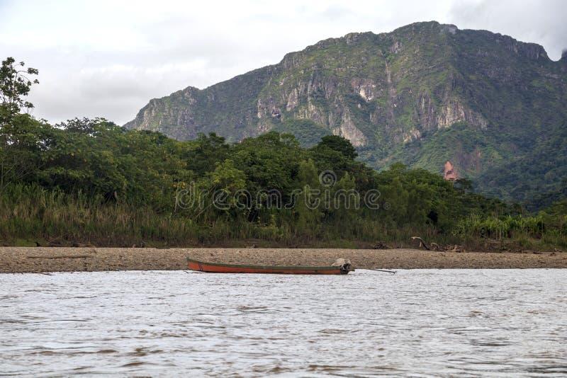 Vista do rio de Beni e da floresta úmida do parque nacional de Madidi na bacia superior do Rio Amazonas em Bolívia, Ámérica do Su foto de stock royalty free