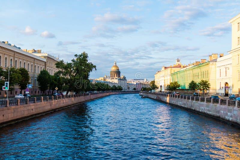 Vista do rio de Moyka, St Petersburg, R?ssia fotos de stock royalty free