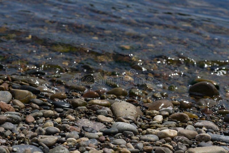 Vista do Rio Ienissei Pedras no banco fotografia de stock