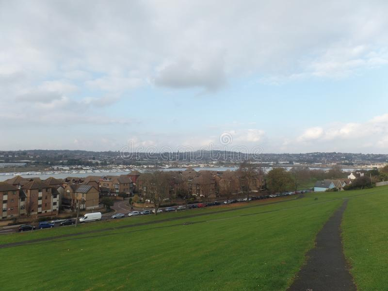 Vista do rio Medway de Churchfields, Rochester, Reino Unido imagem de stock