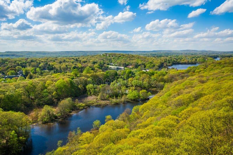 Vista do rio do moinho da rocha do leste em New Haven, Connecticut imagens de stock