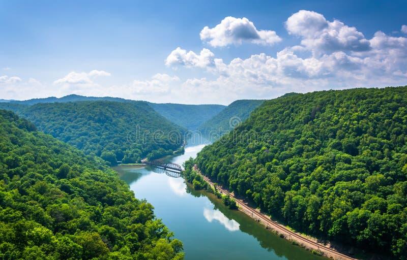 Vista do rio novo do parque estadual do ninho do falcão, West Virginia foto de stock