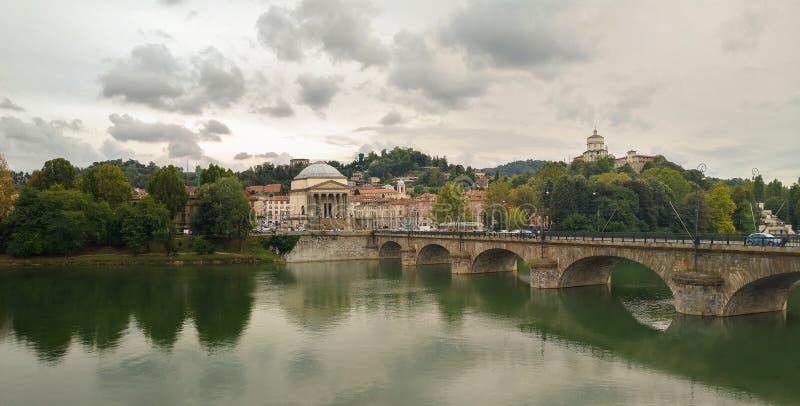 Vista do Rio Pó em Turin - Itália foto de stock royalty free