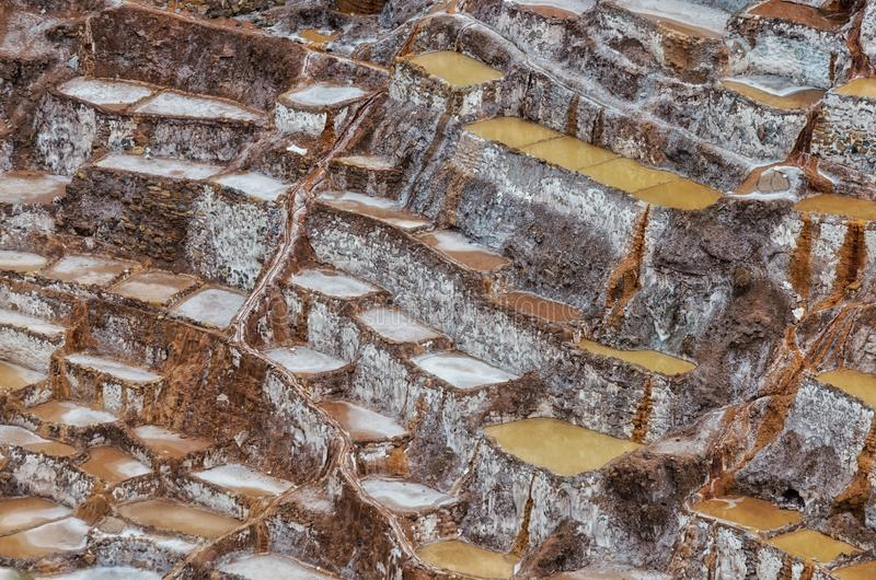 A vista do sal ponds, Maras, Cuzco, Peru imagem de stock