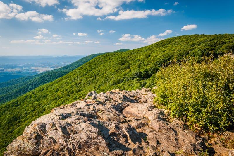 Vista do Shenandoah Valley e das montanhas apalaches de Cre imagem de stock