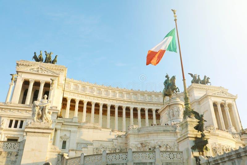 Vista do Sol do Altar da Pátria Altare della Patria conhecida como Monumento Nazionale a Vittorio Emanuele II fotos de stock