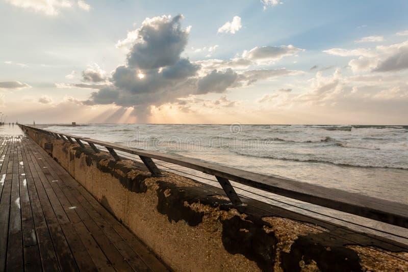Vista do telefone Aviv Promenade no por do sol, Israel foto de stock