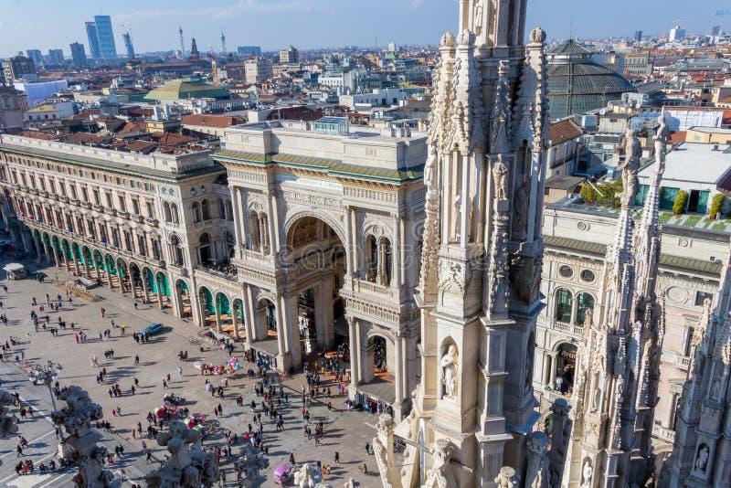 Vista do telhado de Milan Cathedral na galeria Vittorio Emanuele II, Itália imagens de stock royalty free