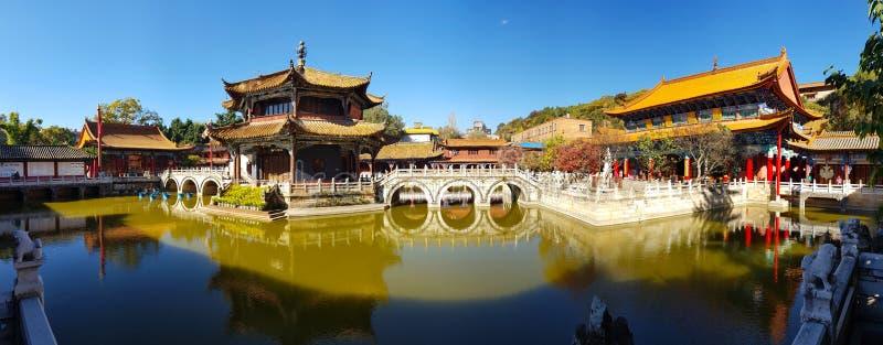 Vista do templo budista de Yuantong em Kunming, Yunnan, China foto de stock