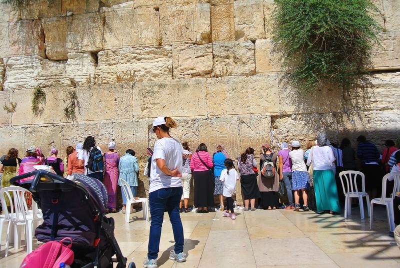 Vista do templo da parede ocidental do Jerusalém Parede dos rasgos israel fotos de stock