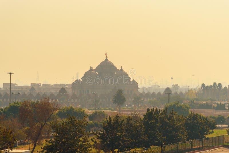 Vista do templo de Akshardham NOVA DELI India imagens de stock royalty free