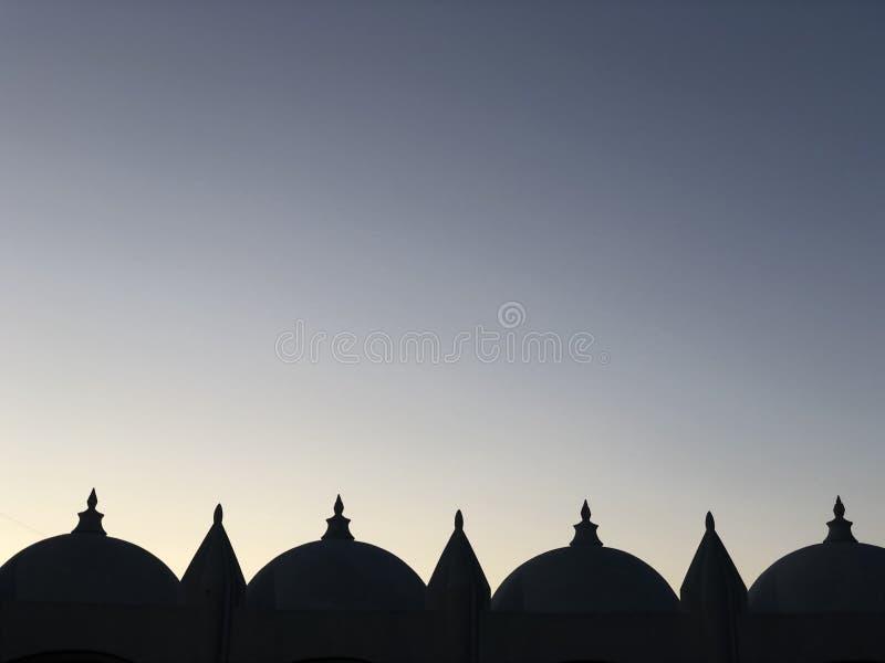 Vista do teto de silhuetas da mesquita fotografia de stock royalty free
