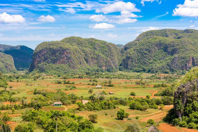 Vista do vale de Vinales, Pinar del Rio, Cuba Copie o espaço para o texto fotos de stock