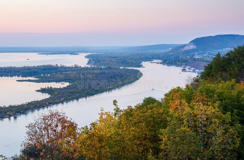 Vista do vale do Rio Volga no por do sol fotografia de stock