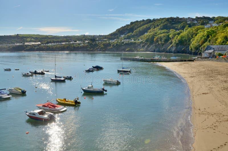 Vista dos barcos no cais novo, Ceredigion, Wales foto de stock royalty free