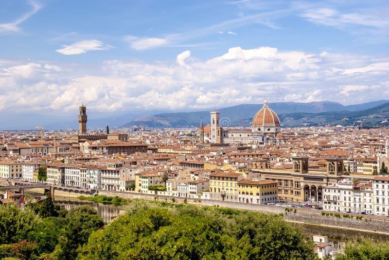 Vista dos edifícios da Cidade Velha de Piazzale Michelangelo, em Florença fotografia de stock royalty free