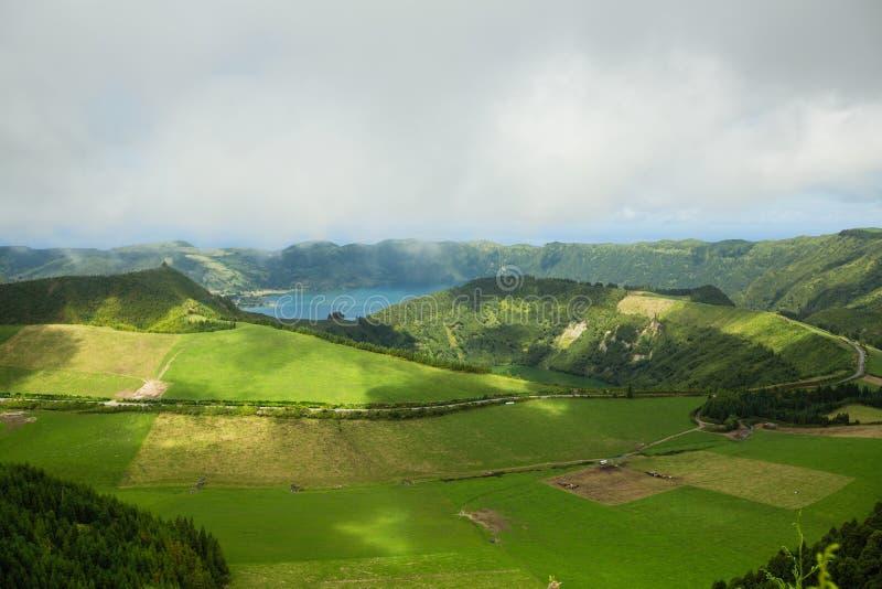 Vista dos Lagos em Sete cidades em San Miguel, ilhas dos Açores, fotos de stock royalty free