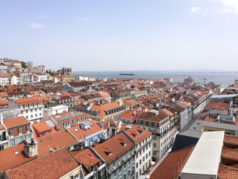 Vista dos telhados da cidade em Lisboa Portugal imagem de stock
