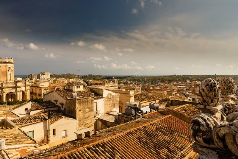 Vista dos telhados do centro histórico da cidade de Noto imagem de stock
