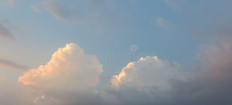 Vista dramática da nuvem no céu imagem de stock royalty free