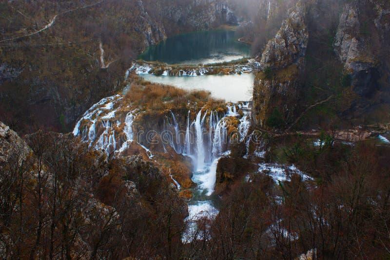 Vista dramática de los lagos Plitvice en último otoño foto de archivo libre de regalías