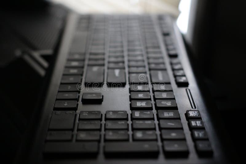 Vista dramática do teclado de computador imagens de stock