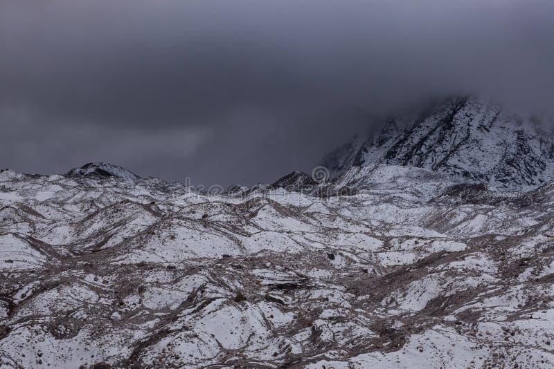 Vista dramática sobre a geleira sombrio de Ngozumpa dentro fotografia de stock royalty free