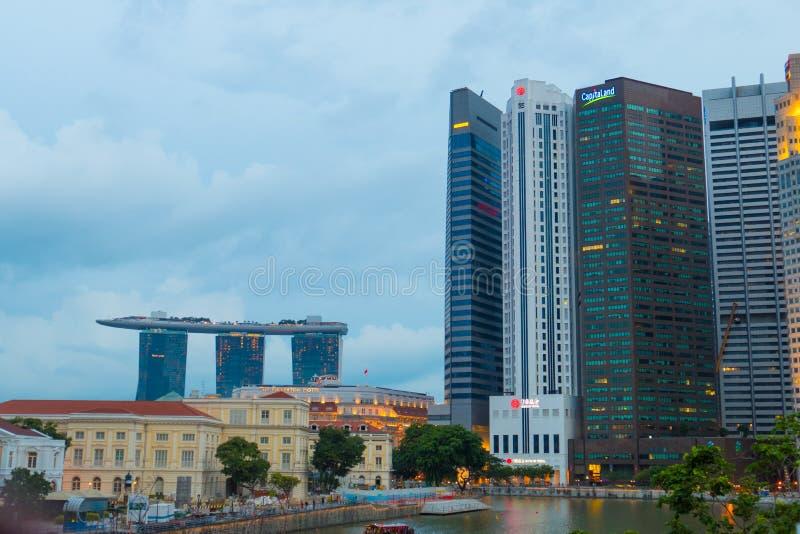 Vista e Marina Bay Sand Hotel di notte di paesaggio urbano di Singapore fotografia stock
