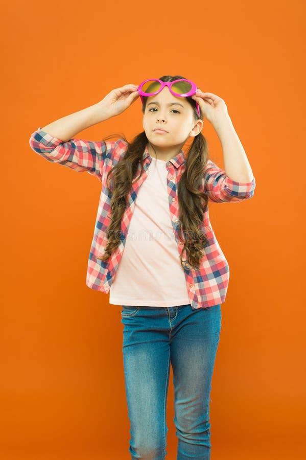 Vista e salute dell'occhio Migliori la vista Occhiali di usura della ragazza Polarizzazione cruciale di attimo di protezione ultr fotografie stock