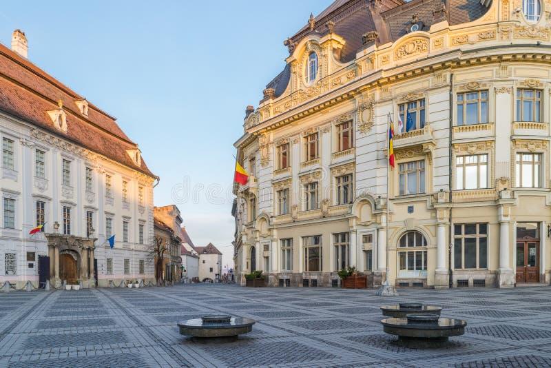 Vista el cuadrado grande y ayuntamiento en Sibiu fotografía de archivo libre de regalías