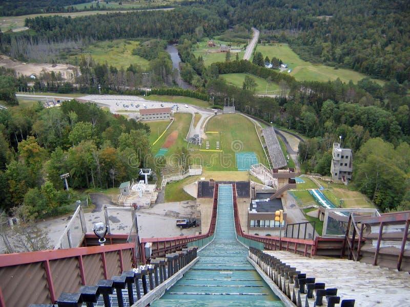Vista em declive do salto de esqui em Lake Placid imagens de stock royalty free