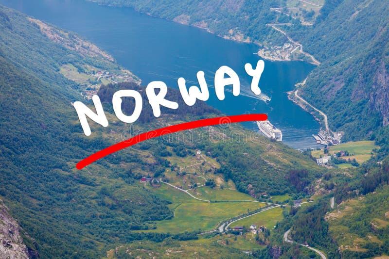 Vista em Geirangerfjord do ponto de vista de Dalsnibba em Noruega foto de stock