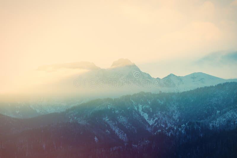 Vista em montanhas Tatry do por do sol, Polônia fotos de stock royalty free