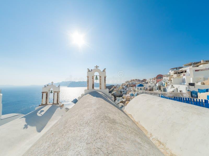 Vista em Oia em Santorini imagem de stock