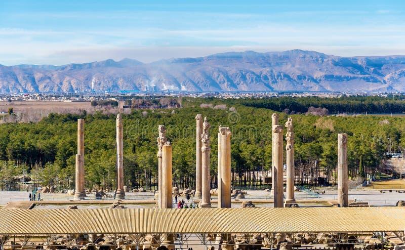 Vista em Persepolis do túmulo de Artaxerxes III imagem de stock
