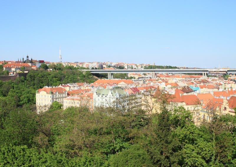 Vista em Praga com ponte de Nuselsky fotos de stock royalty free