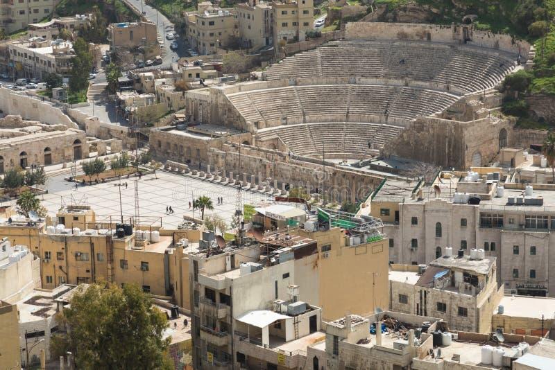 Vista em Roman Theater antigo situado na capital de Jordânia, imagens de stock