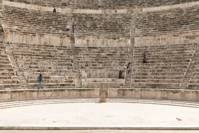Vista em Roman Theater antigo situado na capital de Jordânia, imagem de stock