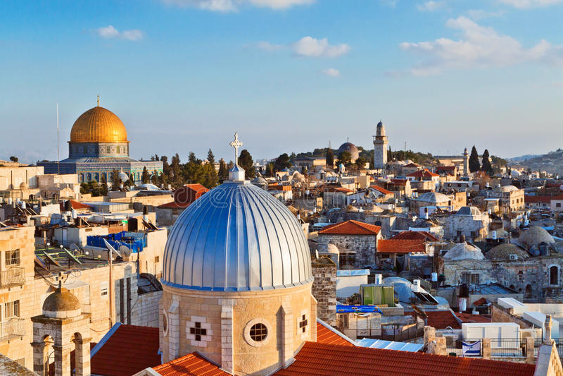 Vista em telhados de n da cidade velha do Jerusalém foto de stock