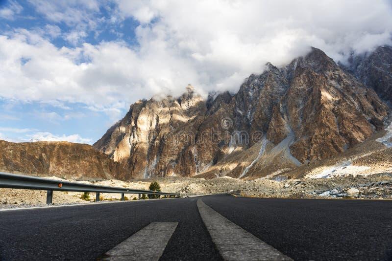 Vista em torno da vila de Passu, Paquistão imagem de stock royalty free