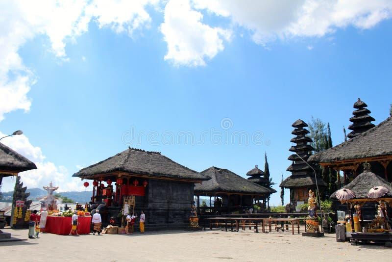 A vista em torno de Pura Ulun Danu Batur em Bali Tomado em maio de 2018 foto de stock royalty free