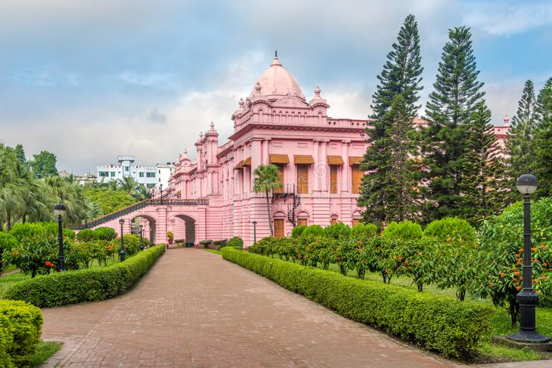 Vista en el Palacio Mughal - Ahsan Manzil en Dhaka, Bangladesh foto de archivo libre de regalías