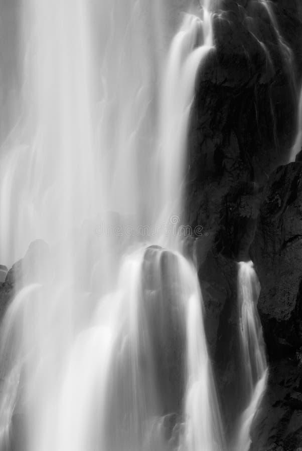 Vista enmascarada dramática de la cascada foto de archivo